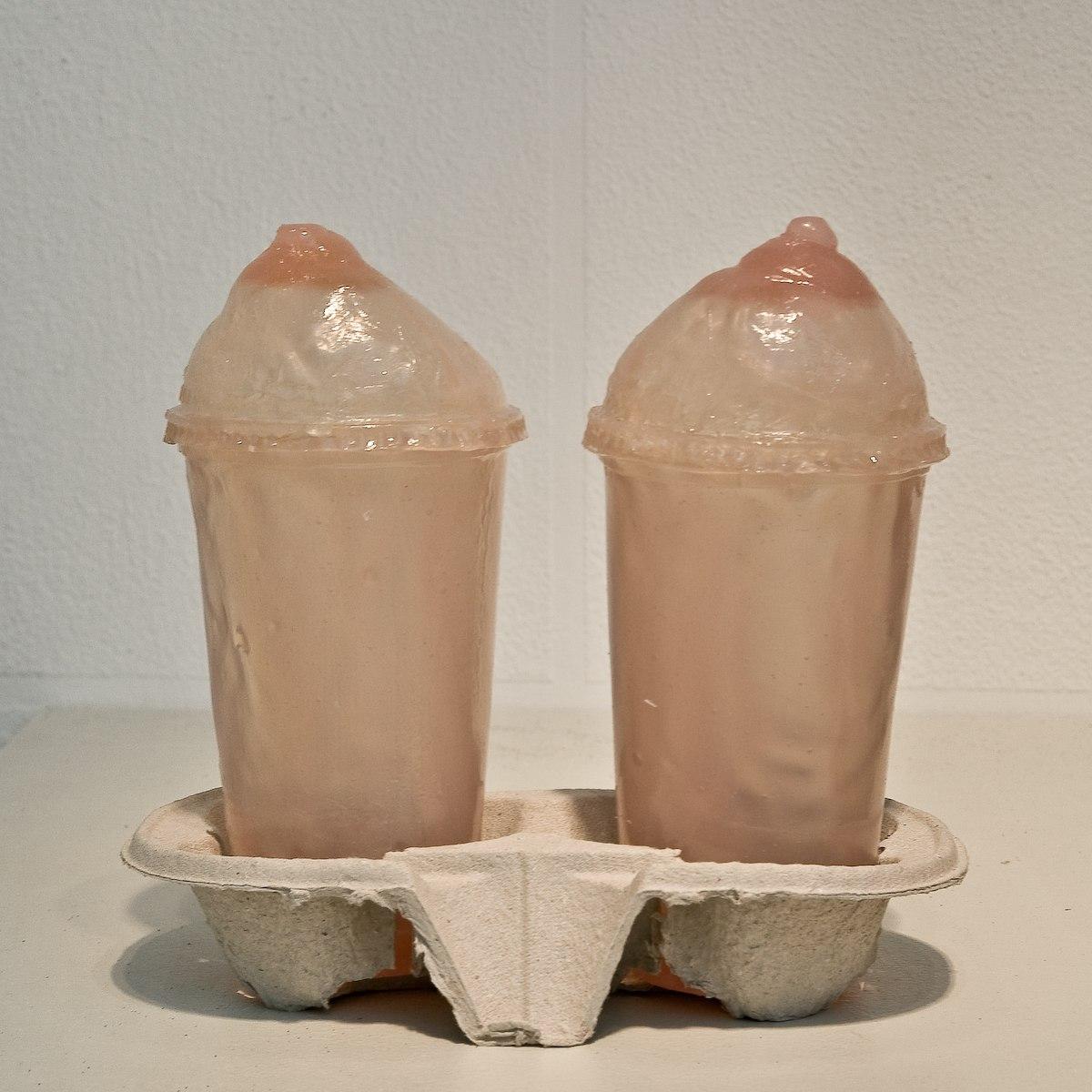 Soft Drink, 2009, resine, socle fast-food, 22 cm x 22 cm x 12 cm