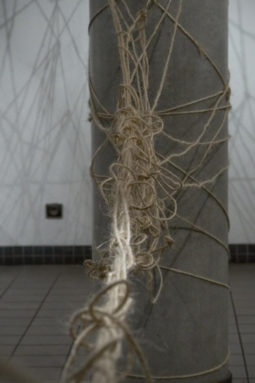 Toile d'araignée, Installation interactive, dimensions variables, cordes, cordages.