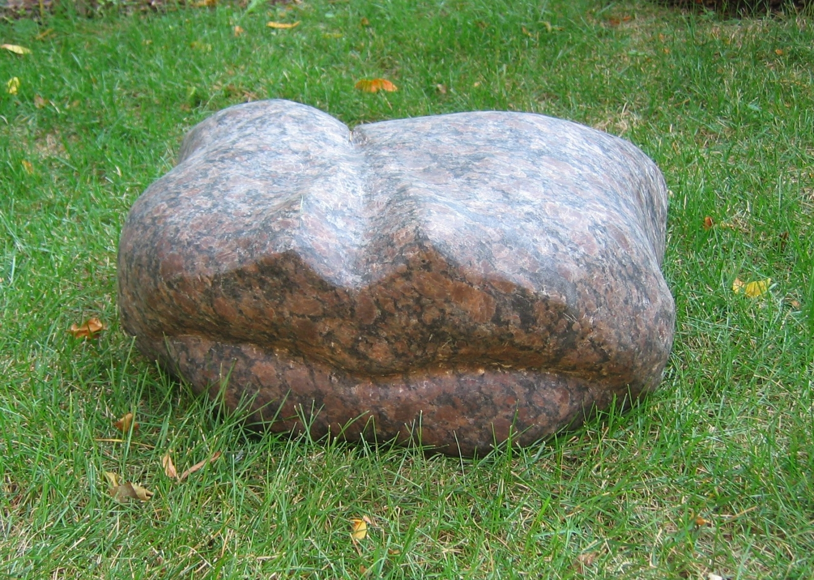 Pillow Talk, 2005, 30 cm x 60 cm x 25 cm, Granite