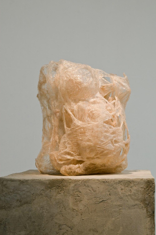 Pleine – 2009, résine, sacs en plastique, 38 cm x 35 cm x 55 cm (5 éléments)