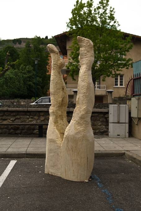 Retrouver ses Jambes, Poplar Wood, 2010, Biennale de Condrieu
