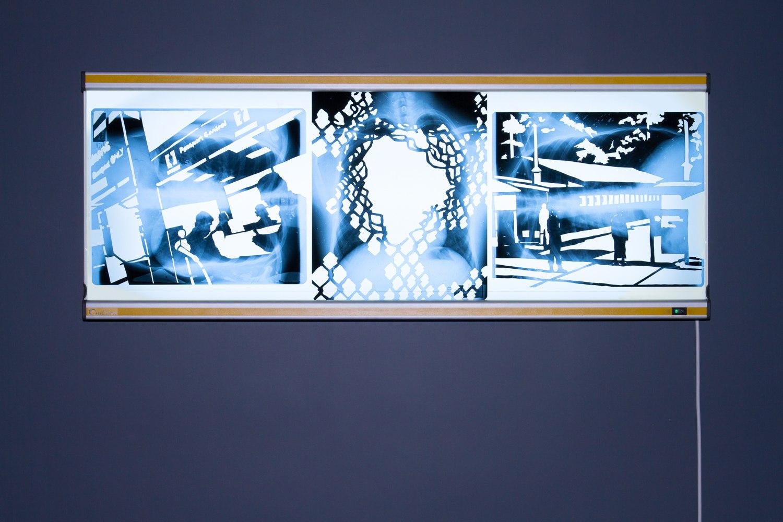 Frontière interne I & II (série), découpage des radiographies de poumons, 12 images 43cm x 35,5 cm, installation sur des négatoscopes, Centre Culturel Saint Exupéry, Reims, France.