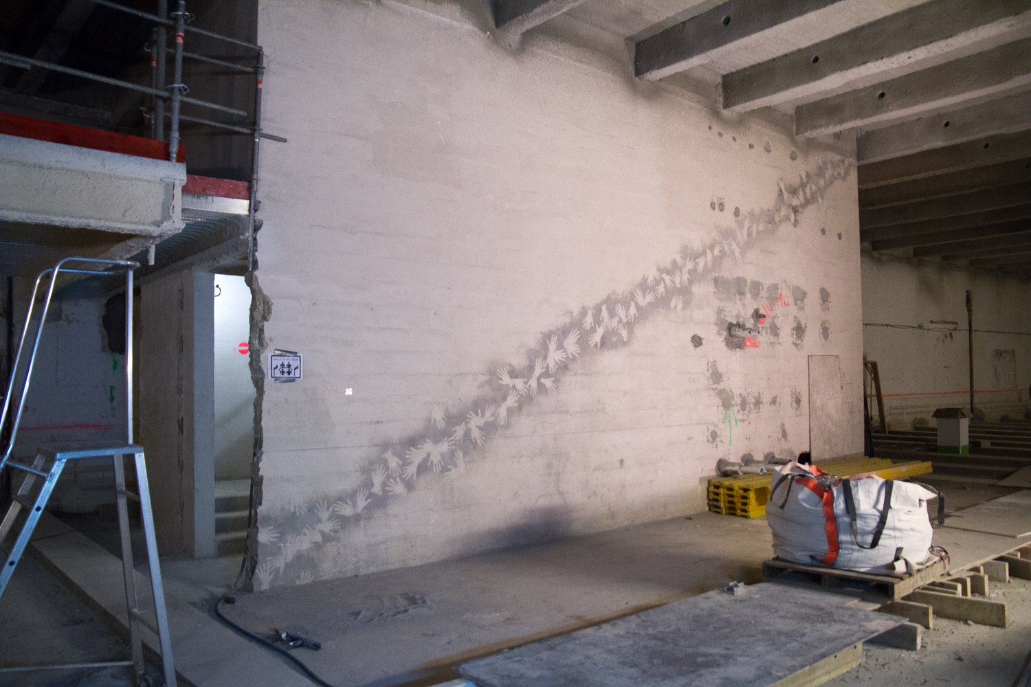 Tracing the (Construction) Site, Traces du Chantier, Site-specific collaborative drawings, construction dust, spray glue, fixative, dimensions variable, Musée de l'Homme, MNHN, Paris.
