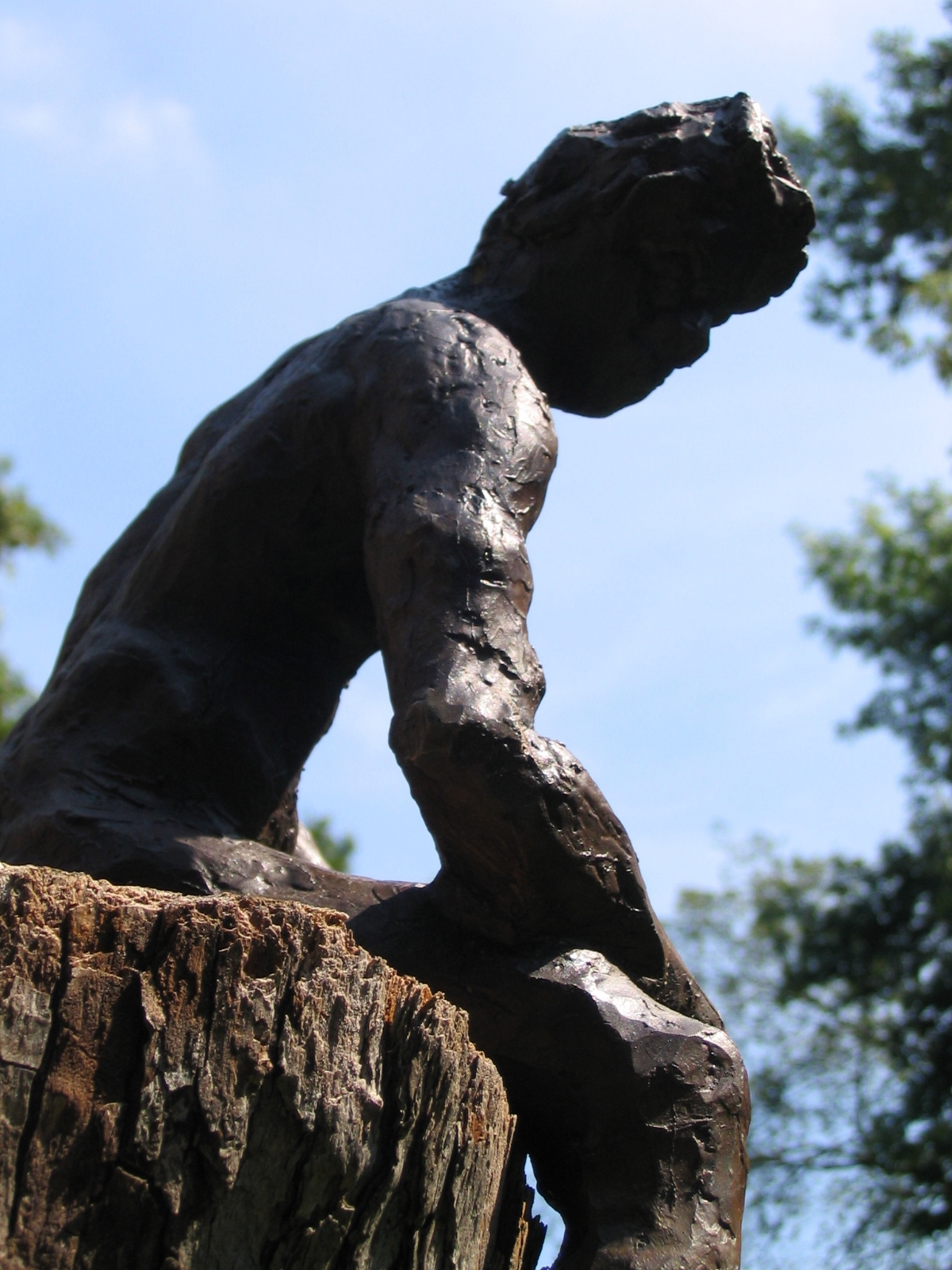 Sits Anywhere, 2004, 23 cm x 38 cm x 18 cm, Bronze
