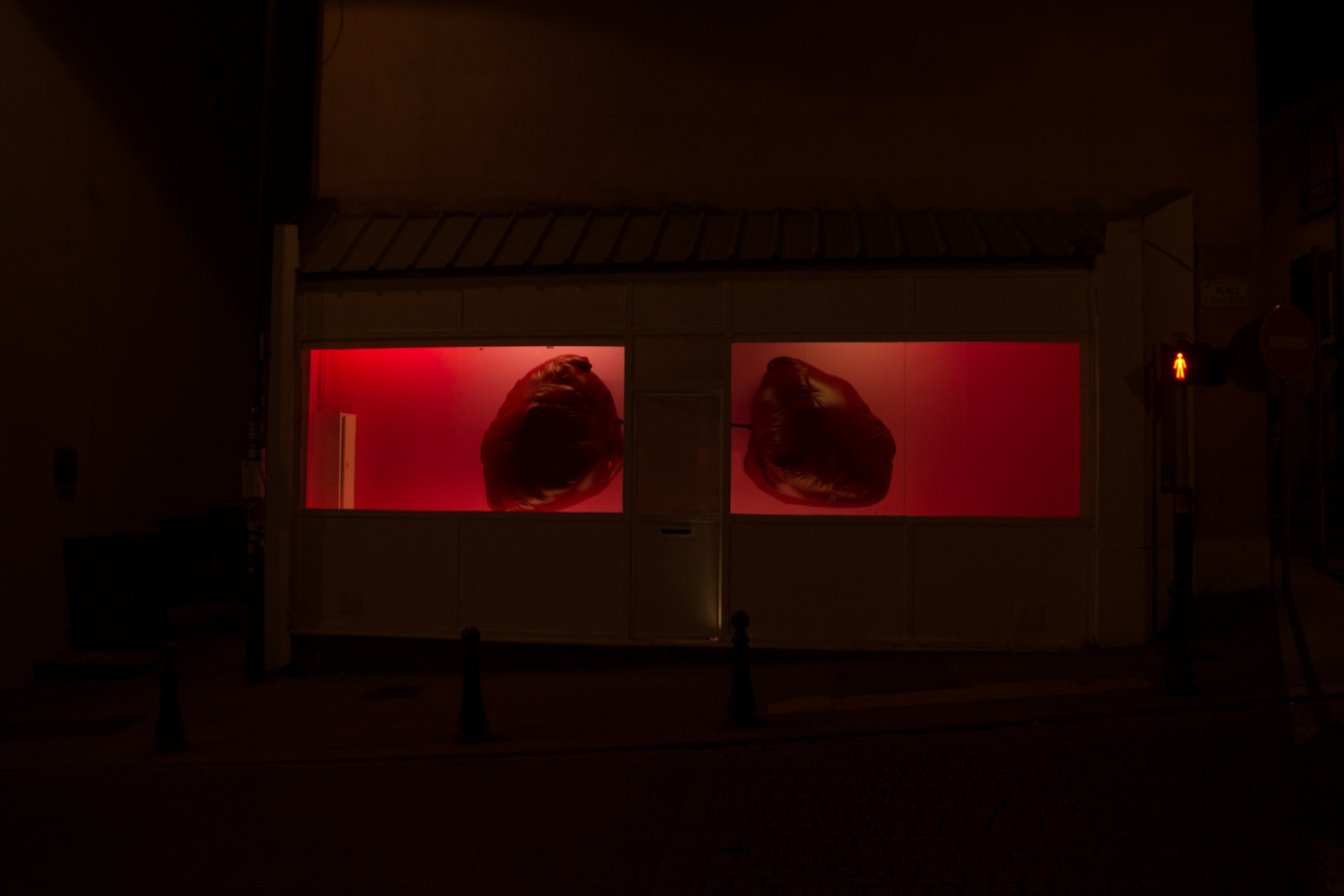 We Can't Breathe, 2015, Site specific Installation, 6m x 3m x 1 m, La Galeru, Fontenay-sous-bois, France.