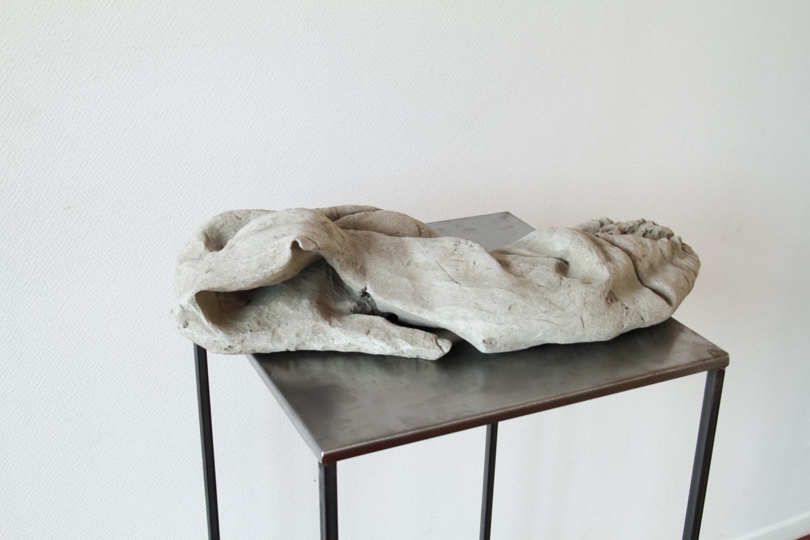À bras-le-corps, une série de 5 sculptures en béton, armatures  en acier et aluminium, 2015.