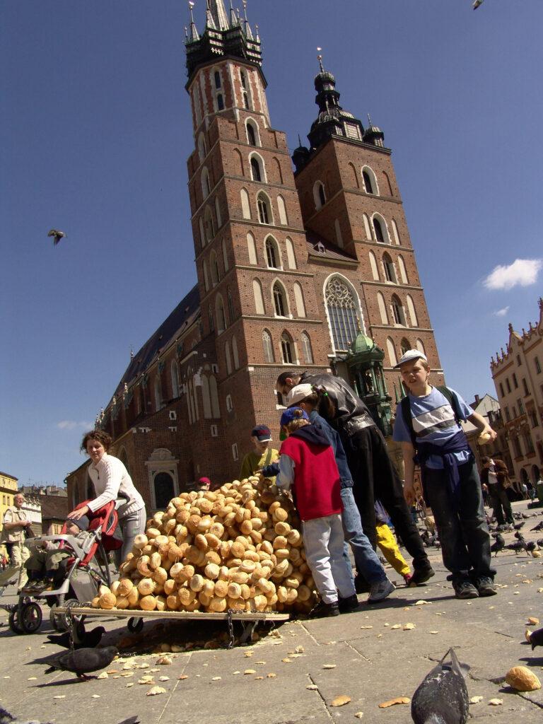 Wielkie Zarcie, 2005, Krakow Rynek, dimensions variable, Bread Rolls, String