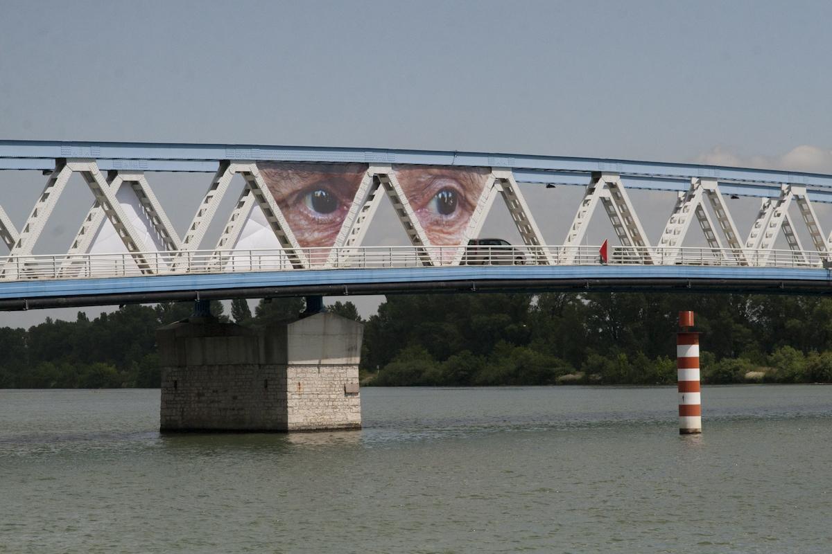 Photorécepteurs, Photography on banner, 839 cm x 494 cm/image (north face), 2 images/side, 4 images total, Pouzin, Sentier du Rhône, 2011