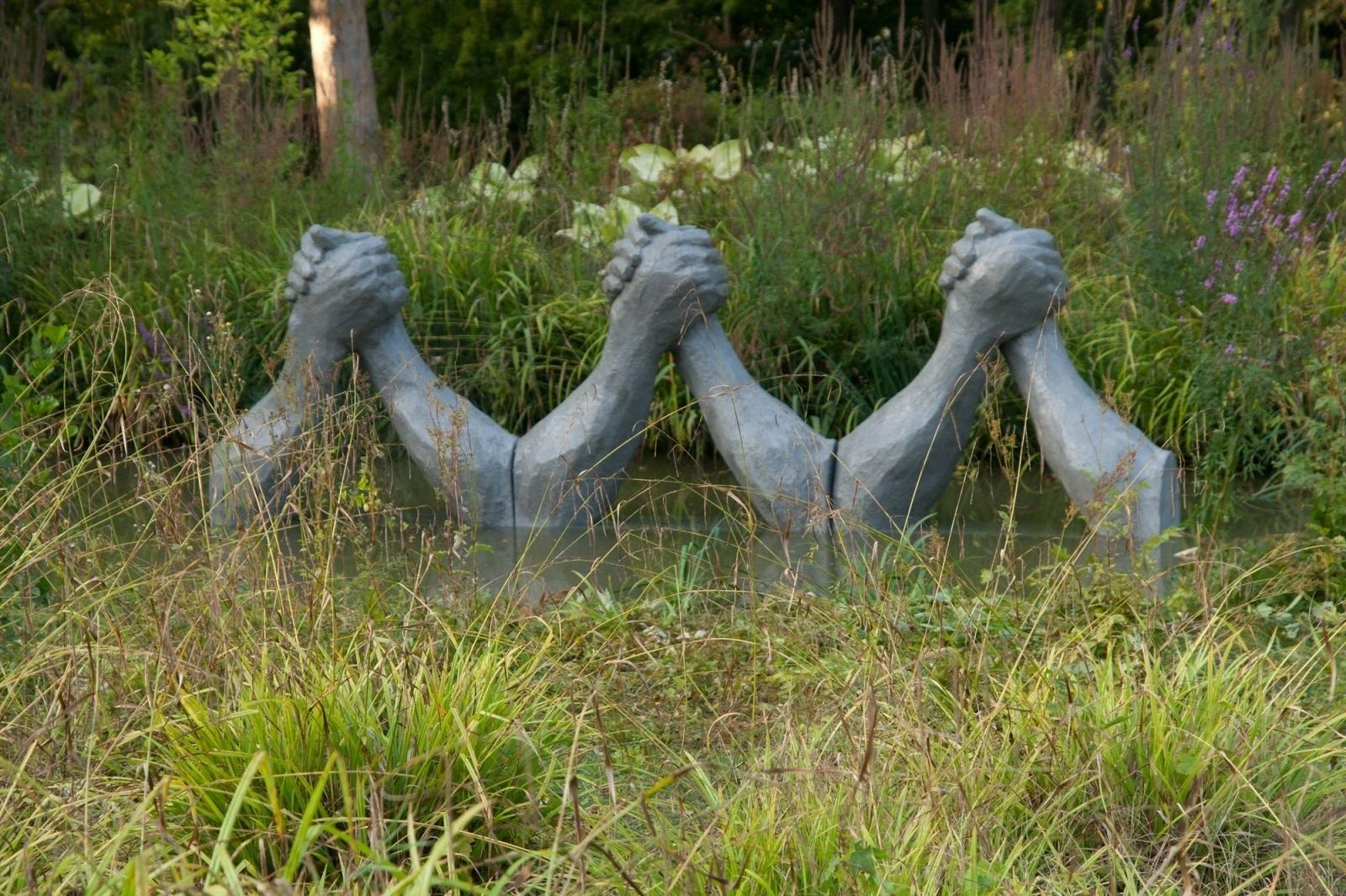 Fight Club, Bras de Fer, Polyester Resin, Concrete, Styrofoam, Steel, 150 cm x 180 cm x 60 cm x 3 elements, Biennale de Yerres, permanent collection, Parc Caillebotte, Yerres, 2012